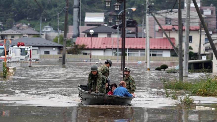 Continúan las labores de rescate en Japón, donde el tifón causó más de 40 muertos.