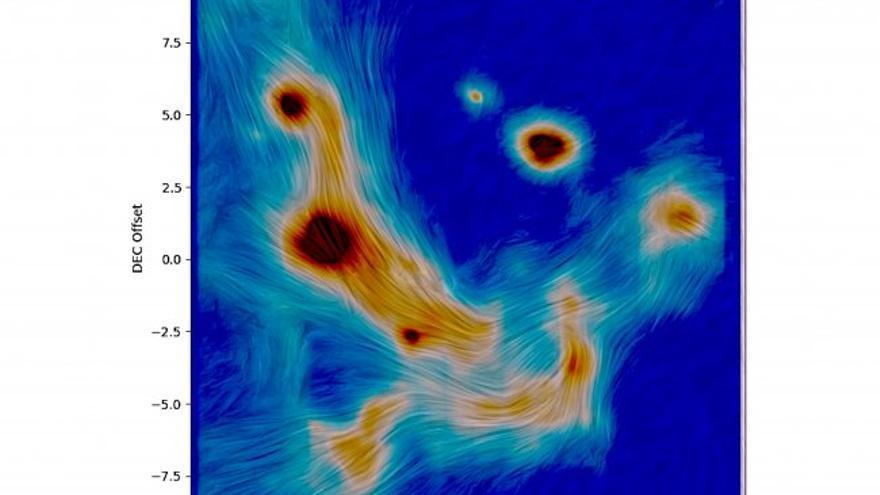 La escala de colores en la imagen muestra la cantidad de radiación infrarroja (calor) que proviene de partículas de polvo tibio en los filamentos y estrellas luminosas dentro de un año luz del centro galáctico. Las observaciones se realizaron con el telescopio más grande de Europa, lo que permitió revelar detalles de la estructura fina en los campos magnéticos por primera vez. Crédito: CanariCam.