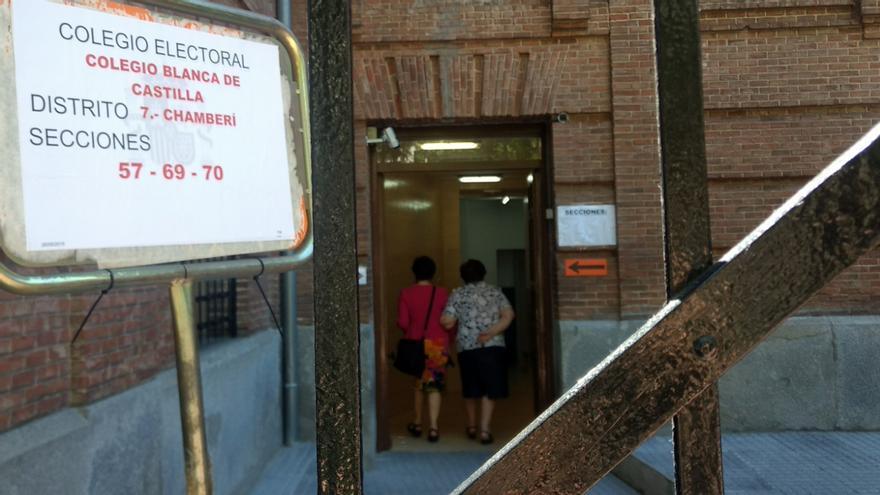 Entrada al colegio electoral Blanca de Castilla, este domingo | SOMOS CHAMBERÍ