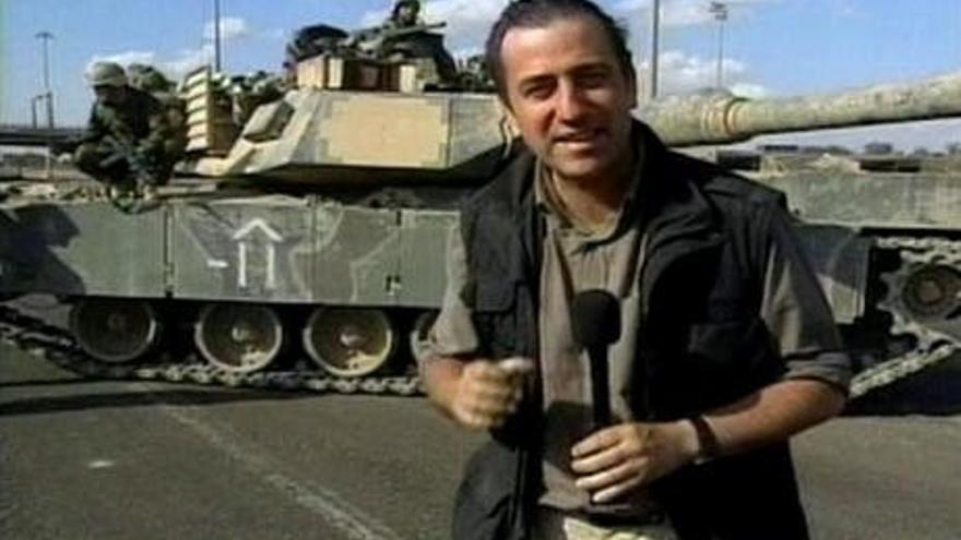 Pablo Gato en una de sus intervenciones en directo como corresponsal de televisión.