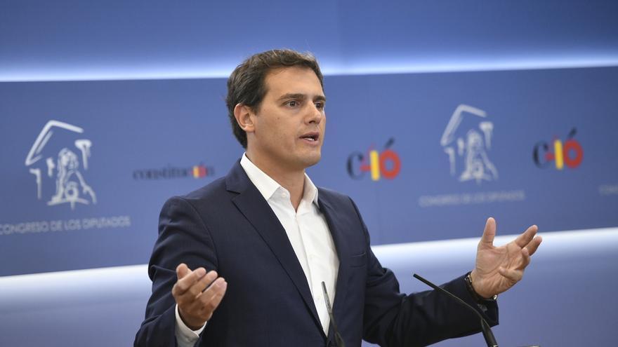 """Rivera reclama """"consenso unánime y urgente"""" en el Congreso para que la banca pague el impuesto hipotecario"""