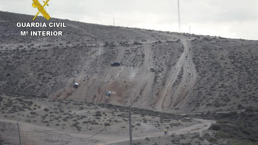 El Seprona denuncia a cuatro personas por circular campo a través con todoterrenos en Gran Canaria.