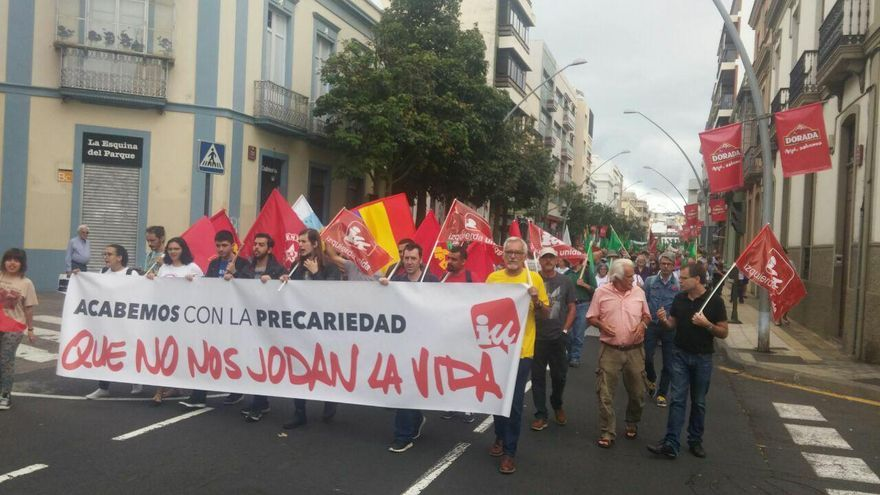 Una de las pancartas centrales de la protesta de Santa Cruz, este sábado