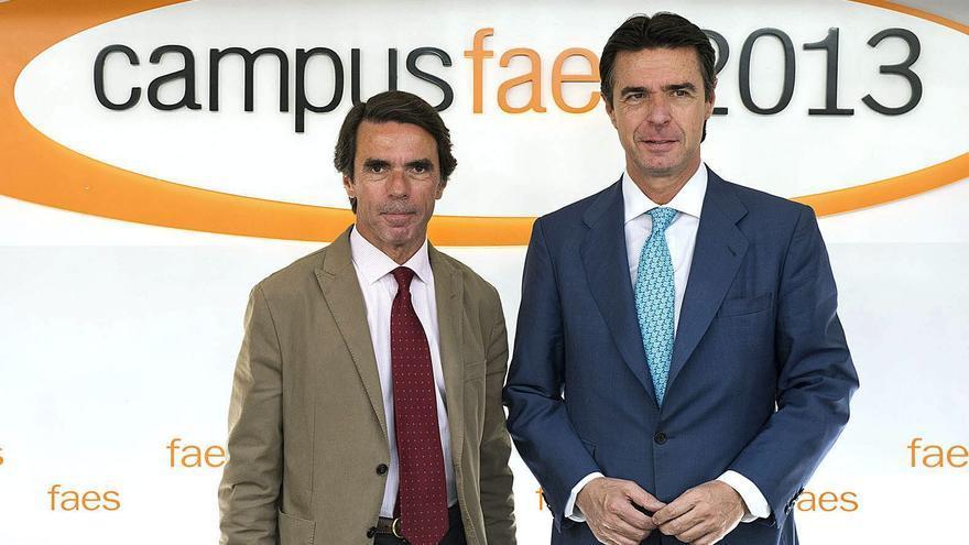 José María Aznar y José Manuel Soria, en el Campus de la Fundación FAES en julio de 2013. EFE