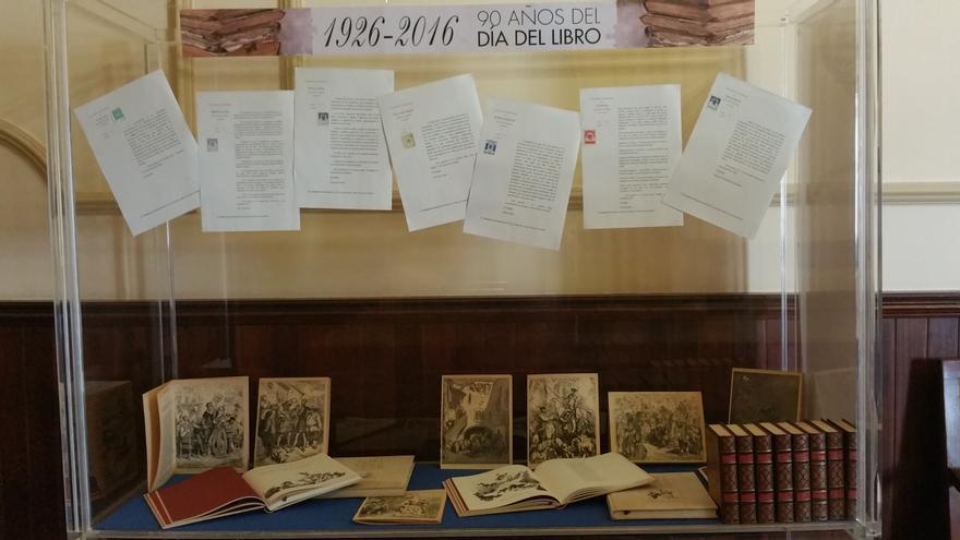 En la imagen, una de las vitrinas de la exposición. Foto: LUZ RODRÍGUEZ.
