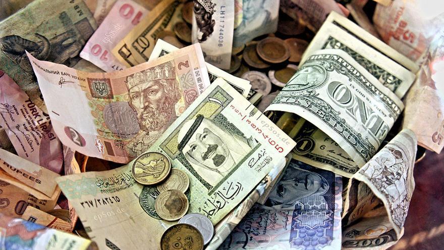 Moendas y billetes de divisas internacionales (Foto: epSos.de)