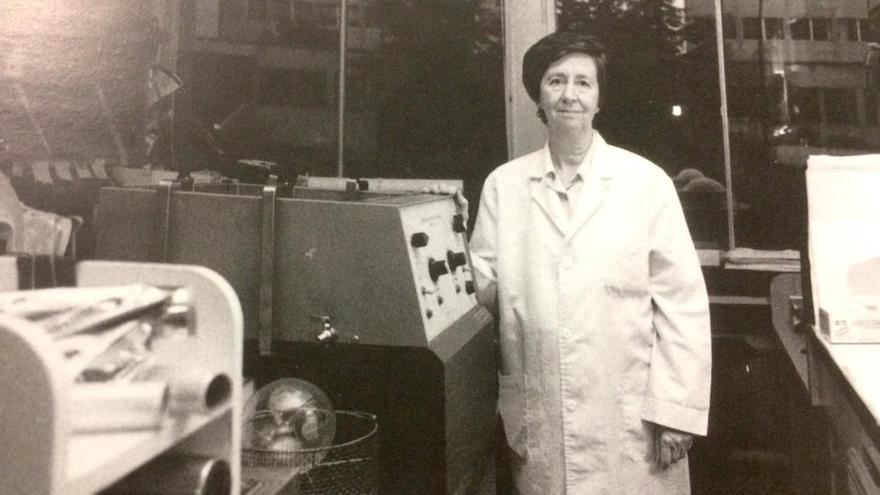 Margarita Salas, en su laboratorio en el año 2000.