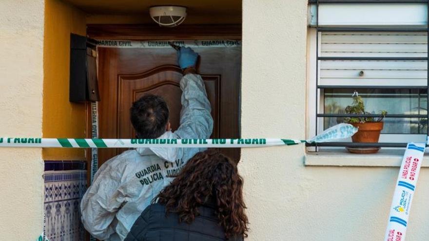 Prisión sin fianza al acusado de quemar su casa con su mujer dentro