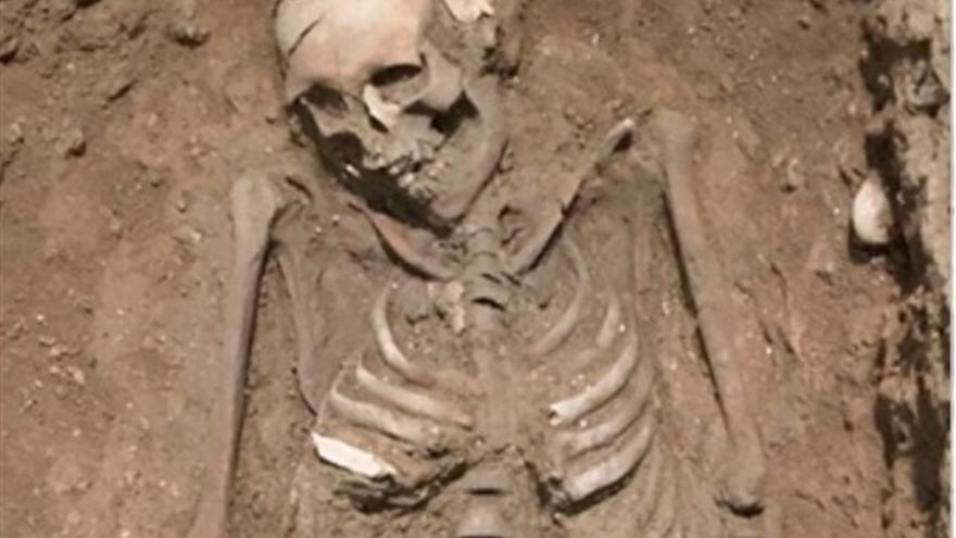 El esqueleto hallado en las excavaciones