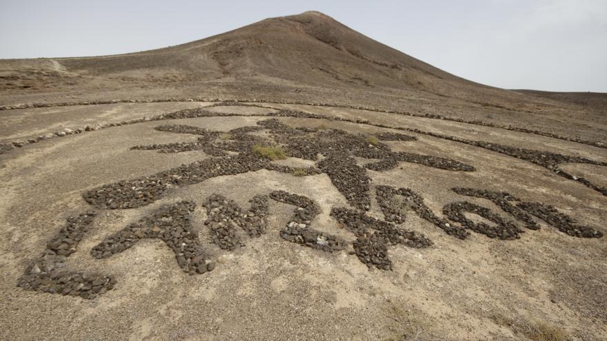 Dibujos realizados con piedras en Lanzarote