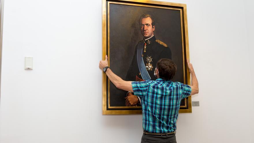 Retiran el retrato de Juan Carlos I del Parlamento de Navarra