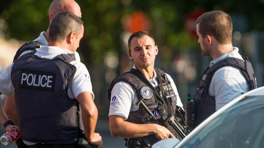 """Dos policías atacados en Bélgica con un machete al grito de """"Alá es grande"""""""