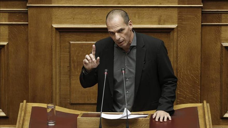 """Varoufakis afirma que Grecia """"no juega"""" con la salida del euro"""