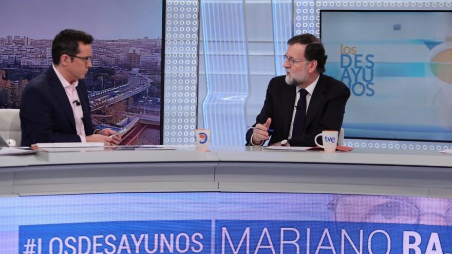 El presidente del Gobierno, Mariano Rajoy, entrevistado en Los Desayunos