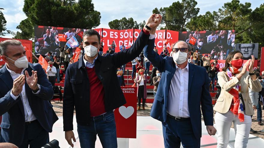 """La debacle de Madrid aboca a una catarsis del """"sanchismo"""""""