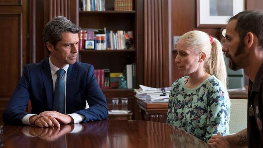 El delegado del Gobierno en Canarias, Enrique Hernández Bento, se reunió con la madre de Yeremi Vargas, Ithaysa Suárez, y su actual marido, Jonathan Guisado.