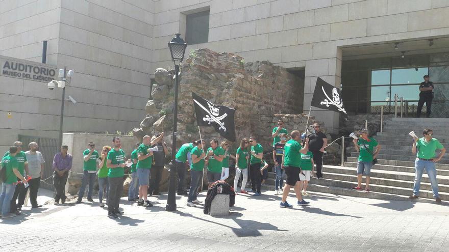 Protesta de los vigilantes de seguridad ante el Museo del Ejército de Toledo