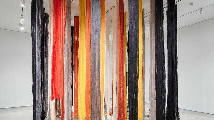 """Fotografía cedida por Intersections PR donde se muestra unos """"quipus"""" (nudos), un instrumento de almacenamiento de información consistente en cuerdas de lana o de algodón de diversos colores que era usado por las civilizaciones andinas."""
