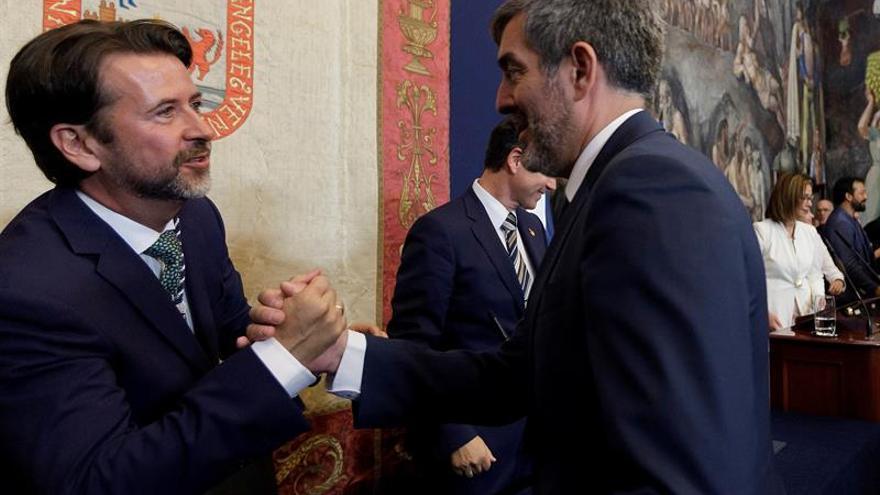 Fernando Clavijo, presidente en funciones del Gobierno de Canarias, junto al presidente insular Carlos Alonso
