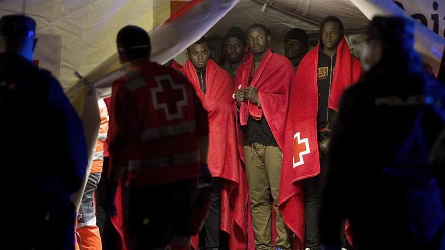 Llegan al puerto de Málaga 156 rescatados de tres pateras