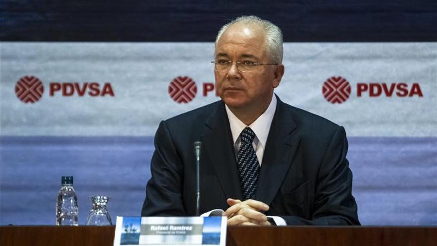 """El canciller venezolano dice que la OPEP acordó """"reducir la sobreproducción"""""""