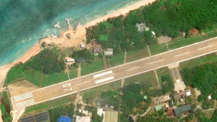 Imagen de satélite de Google Maps de unas instalaciones militares en la isla de Taiping.