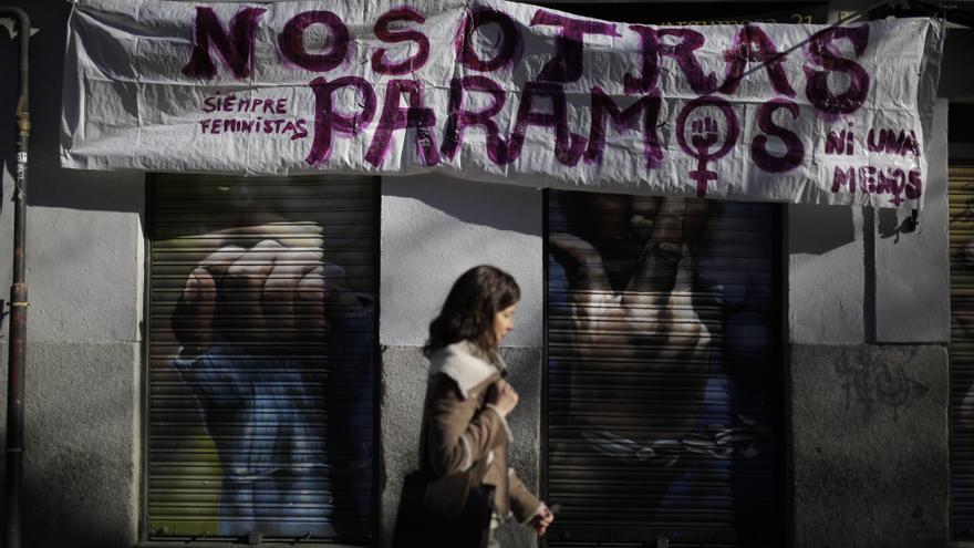Un negocio del centro de Madrid, cerrado ante la huelga feminista. Olmo Calvo