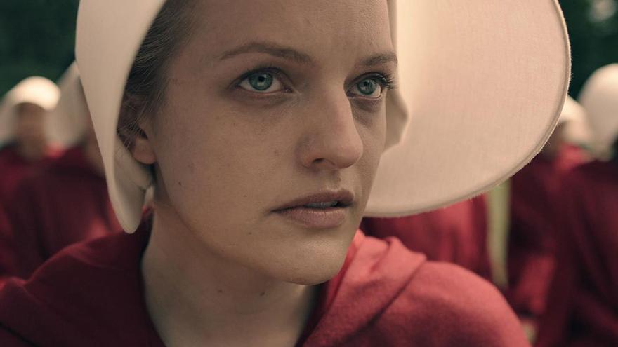 Elisabeth Moss en su papel protagonista de Offred en la serie de 'El cuento de la criada'. (DP).