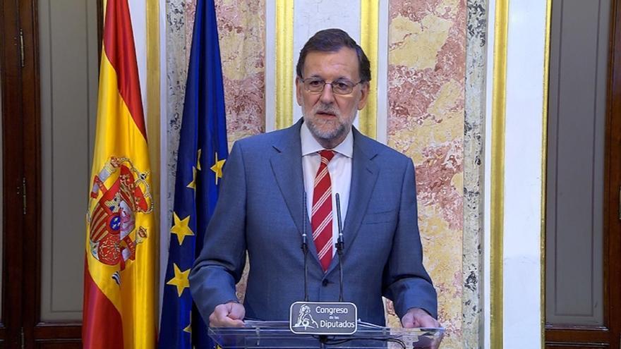 Rajoy y sus ministros guardan un minuto de silencio en Moncloa en solidaridad con las víctimas del atentado de Niza