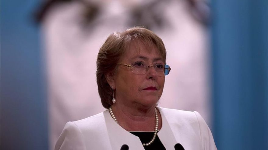 Bachelet dice que se enteró por la prensa del millonario negocio de su hijo