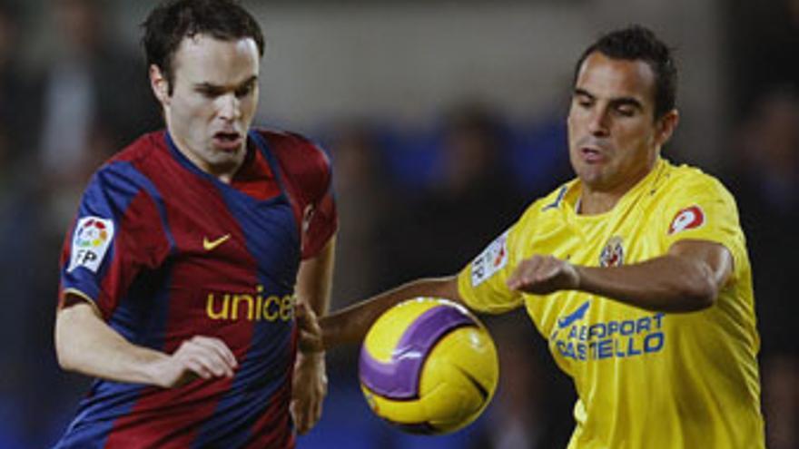 Iniesta podría adelantar su posición habitual ante el Rubin Kazan. (EFE)