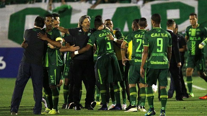 Confirman un accidente con supervivientes del avión transportaba al Chapecoense de Brasil