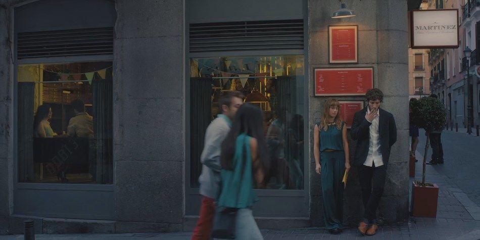 Una escena de la película Sexo fácil, películas tristes, frente al bar Martínez