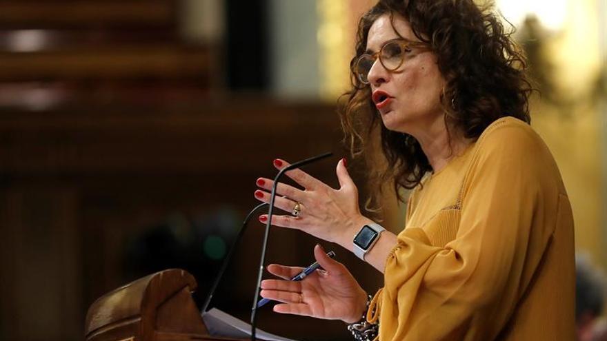 """María Jesús Montero acusa a la derecha y los independentistas de """"enfrentar territorios"""""""