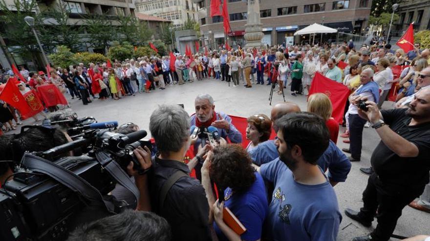 """Una concentración le dice al PSN que """"Navarra no se vende"""""""