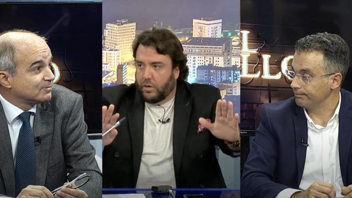 José Alberto Díaz-Estebanez, Gonzalo Castañeda y Carlos Tarife, en un momento del programa del lunes 22 de febrero, en el que se produjo el contacto estrecho por el que Sanidad ha actuado.