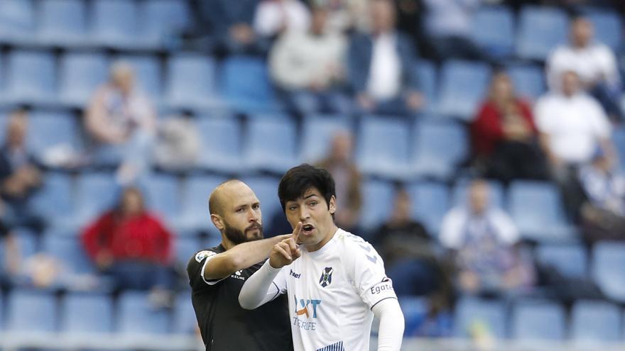 La lesión de Lasso trastocó todo en el CD Tenerife este sábado.
