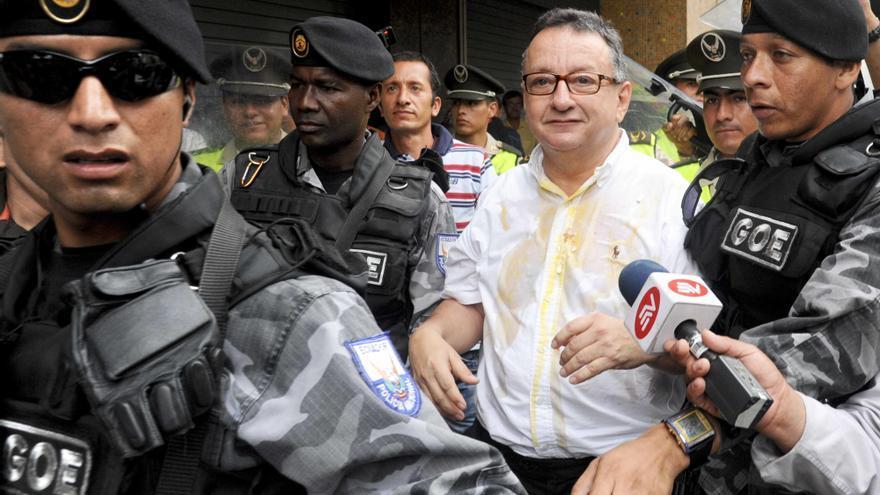El periodista ecuatoriano Emilio Palacio obtiene el asilo político en EE.UU.