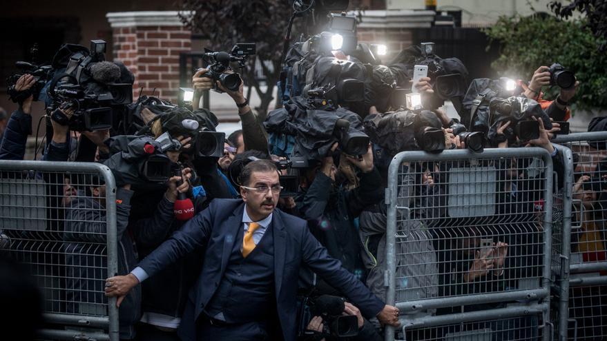 'The Disappearance of Jamal Kashoggi', primer premio de la categoría 'Noticias generales'. Un hombre no identificado trata de detener a la prensa cuando los investigadores saudíes llegaron el 15 de octubre al Consulado de Arabia Saudita en Estambul (Turquía), en medio de una creciente reacción internacional contra la desaparición del periodista Jamal Khashoggi