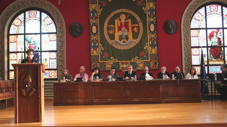 La defensora universitaria expuso su memoria ante el claustro de la Universidad de Zaragoza.