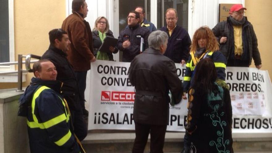 """IU-Verdes pide al Gobierno un """"giro en la política postal"""""""