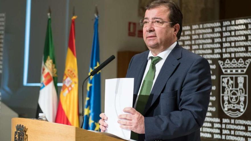 El presidente de la Junta de Extremadura, Guillermo Fernández Vara, en rueda de prensa