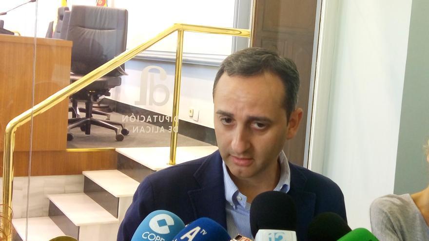 César Sánchez atiende a los medios este lunes