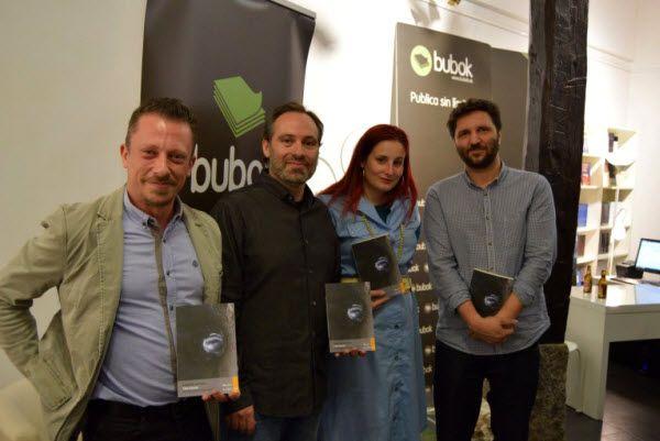 Entrega del VIII Premio Literario Bubok. De izquierda a derecha, Sergio Mejías, Félix Chacón, Jimina Sabadú y Fernando Varela   Fotografía: Bubok