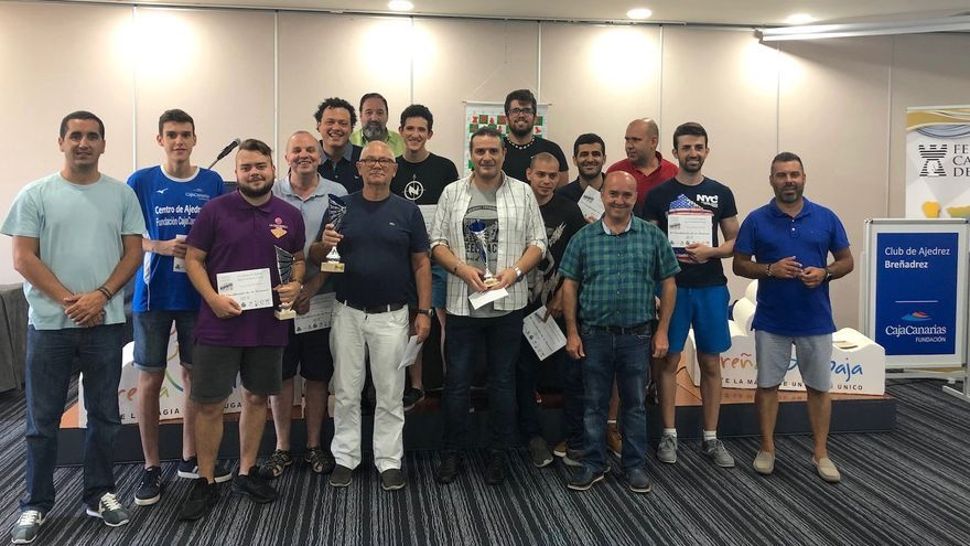 Los participantes en el torneo y las autoridades municipales.