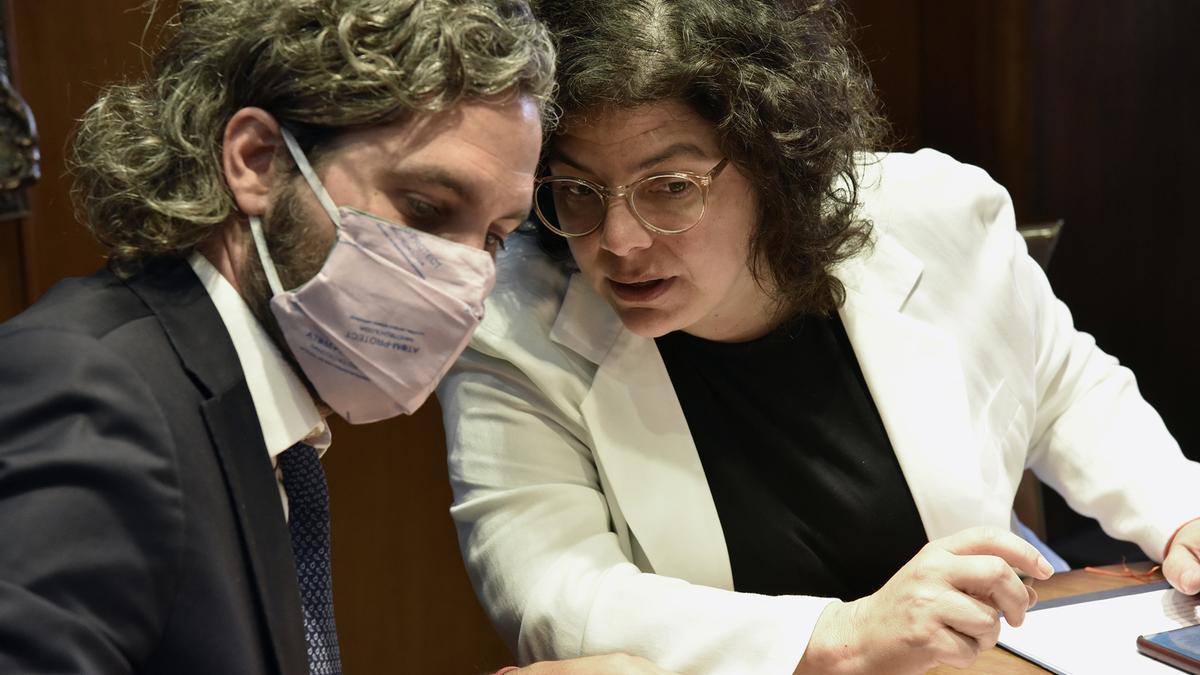 Carla Vizzotti, ministra de Salud, junto a Santiago Cafiero.