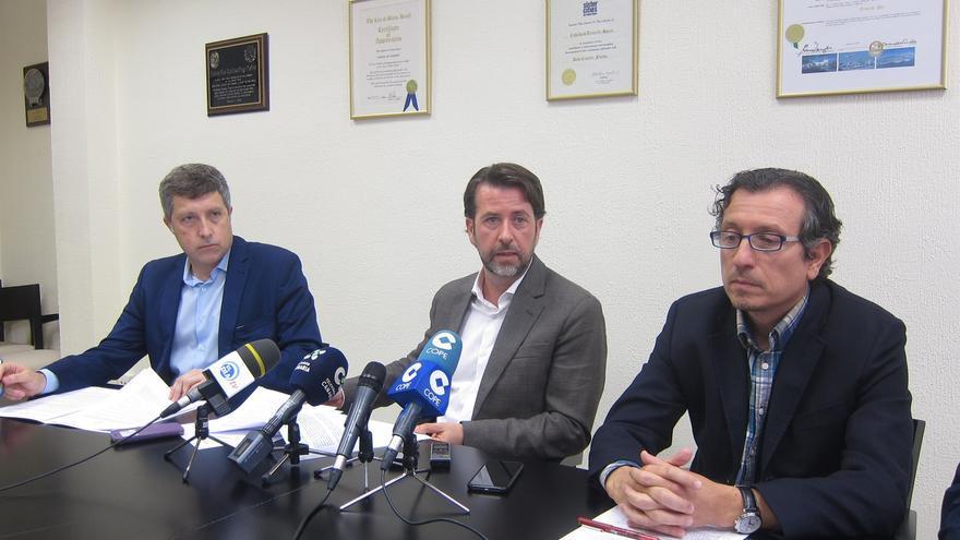 José Luis Rivero, Carlos Alonso y Jesús Morales, gestores públicos en el Cabildo de Tenerife, este lunes en rueda de prensa