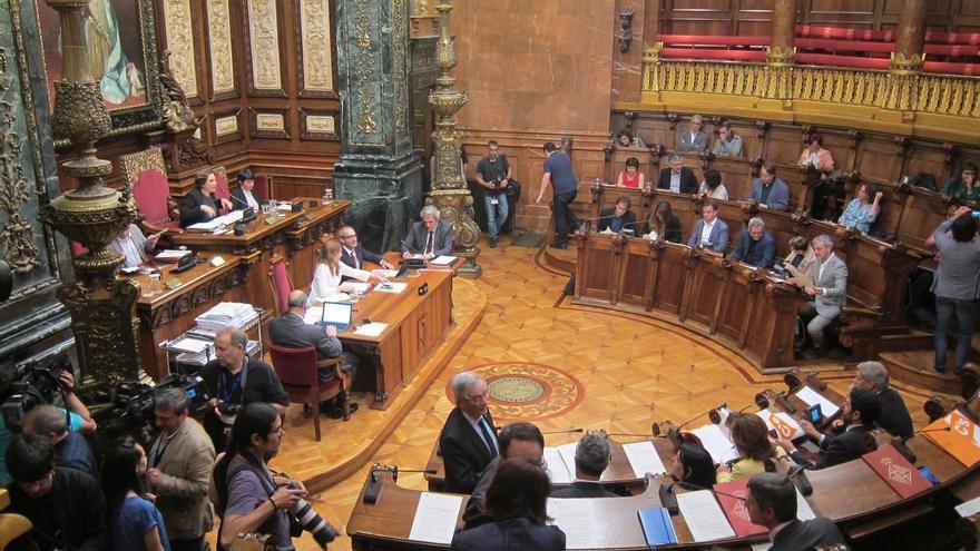 """Ofensa a los símbolos nacionales, 'enchufismo' e impuestos, las prácticas de los ayuntamientos """"extremistas"""" según el PP"""