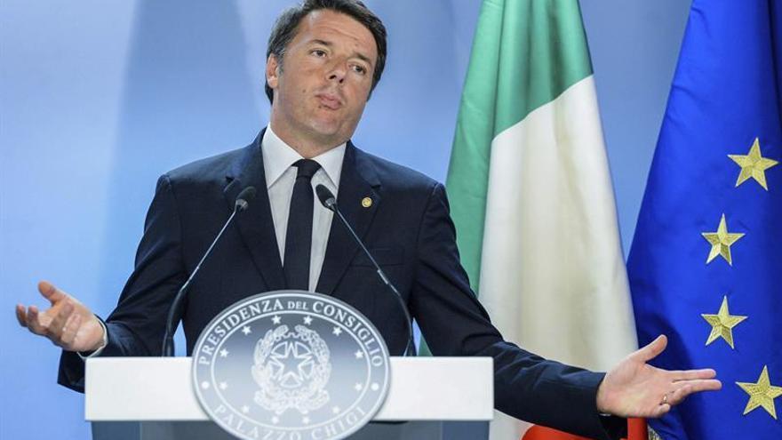 Renzi afirma que no trata de cambiar las reglas para rescatar a la banca italiana