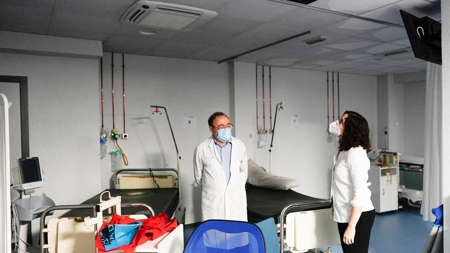 La presidenta de la Comunidad de Madrid, Isabel Díaz Ayuso, en su visita este lunes en el hospital de la Paz donde se han producido inundaciones.